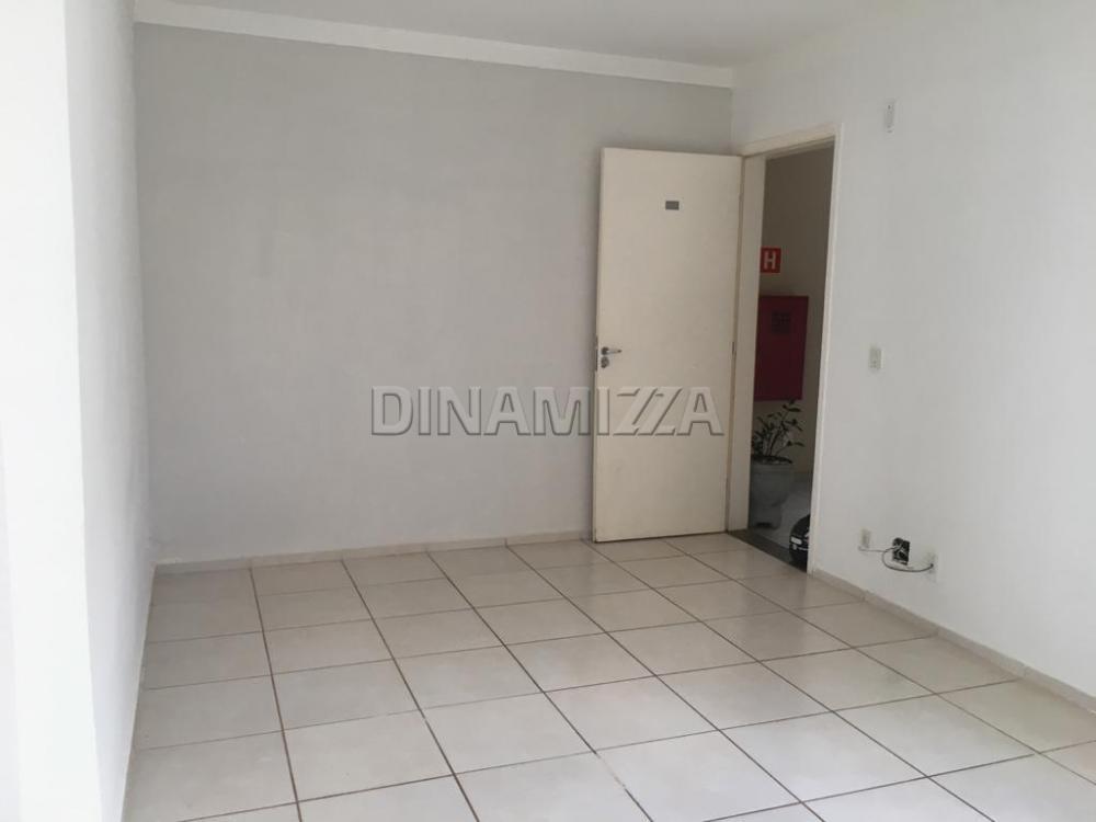 Alugar Apartamento / Padrão em Uberaba R$ 800,00 - Foto 5
