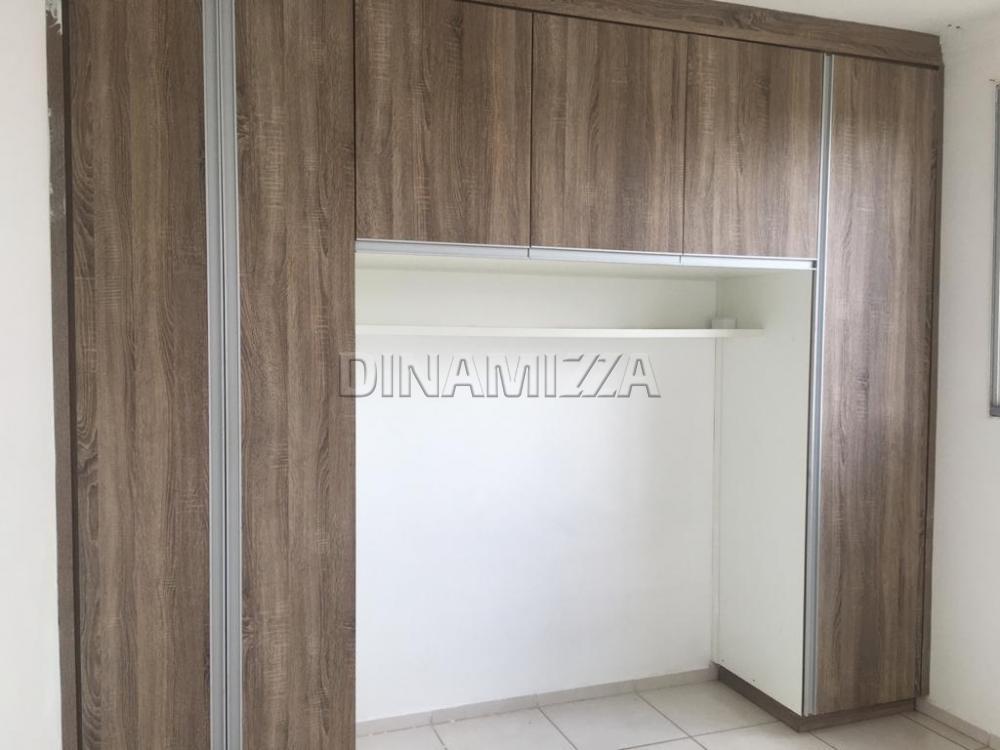Alugar Apartamento / Padrão em Uberaba R$ 800,00 - Foto 7