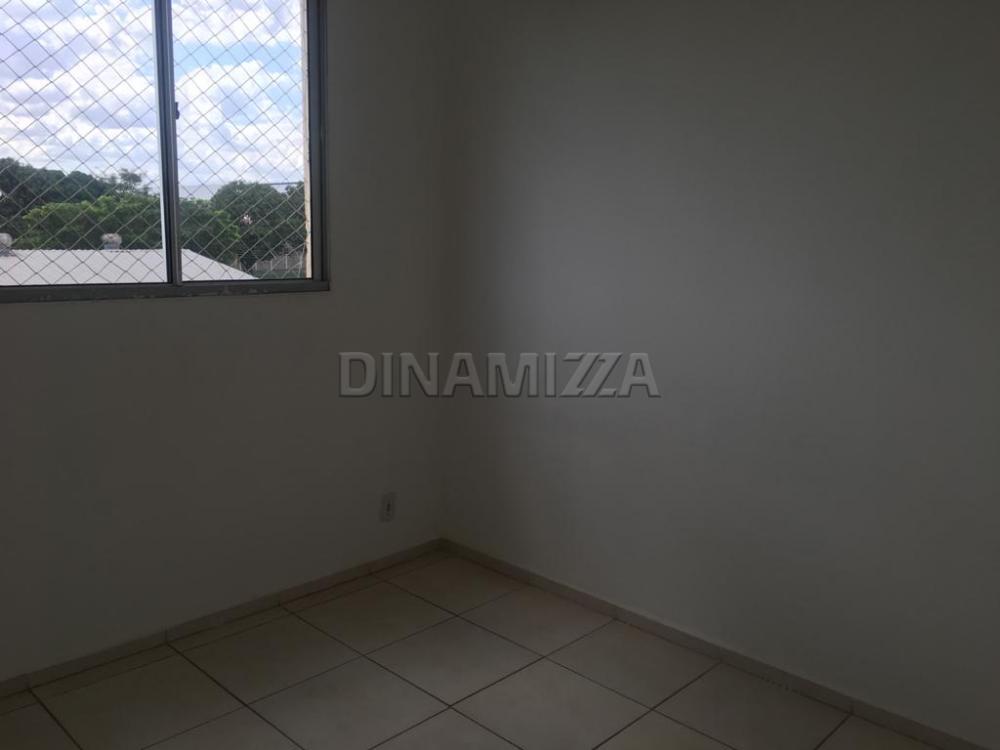 Alugar Apartamento / Padrão em Uberaba R$ 800,00 - Foto 6