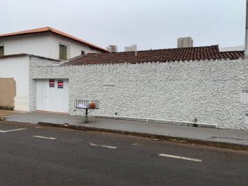 Alugar Casa / Padrão em Uberaba. apenas R$ 2.800,00