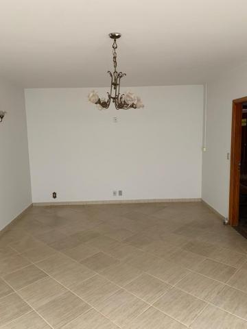 Alugar Casa / Padrão em Uberaba R$ 2.800,00 - Foto 4
