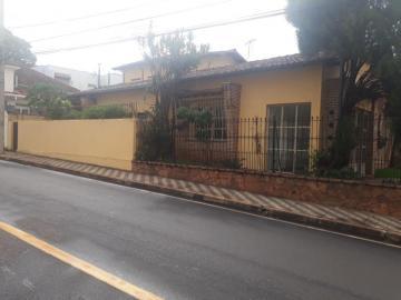 Alugar Casa / Padrão em Uberaba. apenas R$ 4.000,00