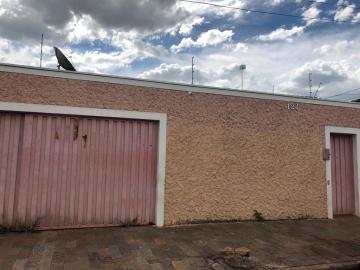 Alugar Casa / Padrão em Uberaba. apenas R$ 550.000,00
