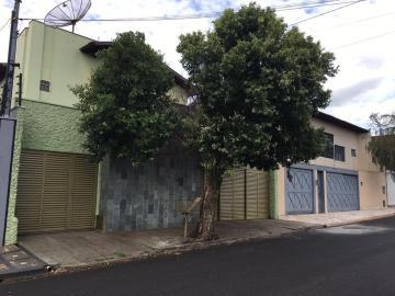 Casa / Sobrado em Uberaba Alugar por R$2.500,00