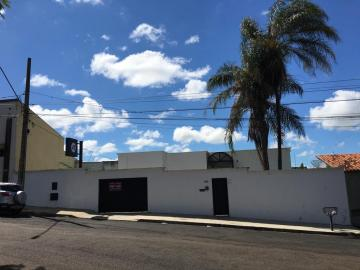Casa / Padrão em Uberaba Alugar por R$3.300,00