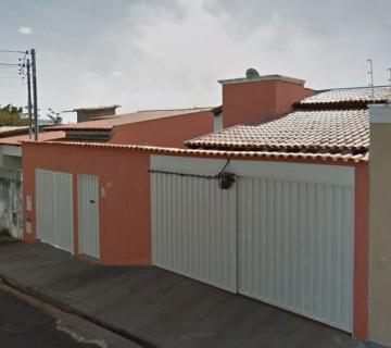 Alugar Casa / Padrão em Uberaba. apenas R$ 340.000,00