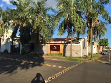 Casa / Padrão em Uberaba Alugar por R$4.500,00