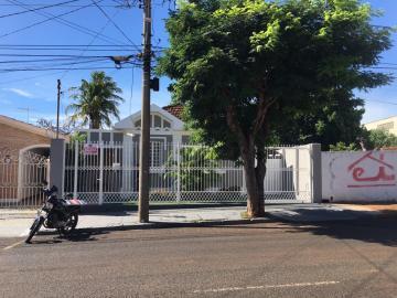 Casa / Padrão em Uberaba Alugar por R$1.500,00