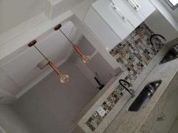Apartamento / Padrão em Uberaba Alugar por R$700,00