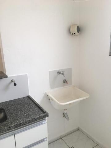 Alugar Apartamento / Padrão em Uberaba R$ 800,00 - Foto 4