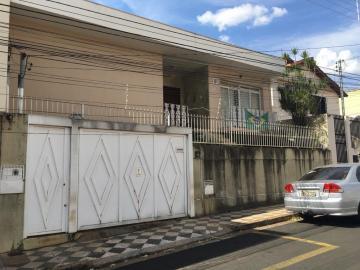 Alugar Casa / Padrão em Uberaba. apenas R$ 2.500,00