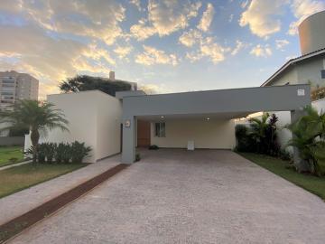 Alugar Casa / Padrão em Condomínio em Uberaba. apenas R$ 5.700,00