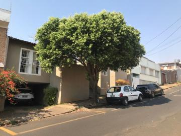Alugar Casa / Padrão em Uberaba. apenas R$ 2.100,00