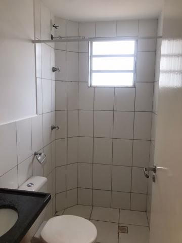 Alugar Apartamento / Padrão em Uberaba R$ 600,00 - Foto 8