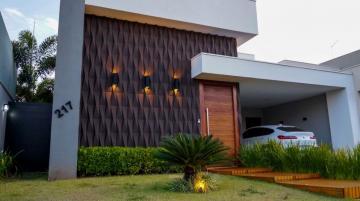 Alugar Casa / Padrão em Condomínio em Uberaba. apenas R$ 1.680.000,00